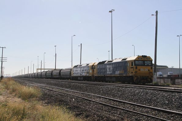 BL26 and BL33 with a stabled rake of WGSY grain wagons at McIntyre Loop