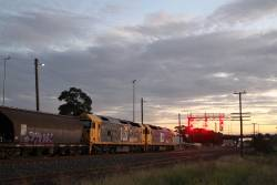 BL33 and BL27 wait in the loop at McIntyre on 2QK7 grain bound for Western Victoria