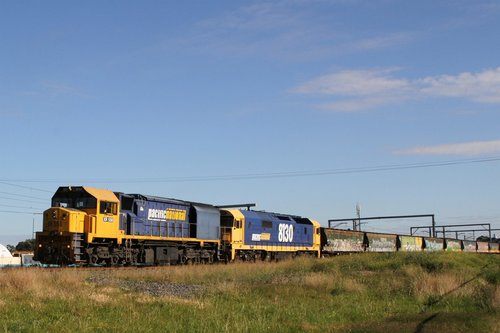 XR558 and 8130 on a westbound standard gauge grain at Sunshine