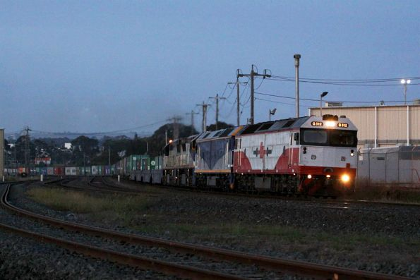 The sun has yet to rise - G512, G515, VL355 and VL356 head through North Shore on AM2