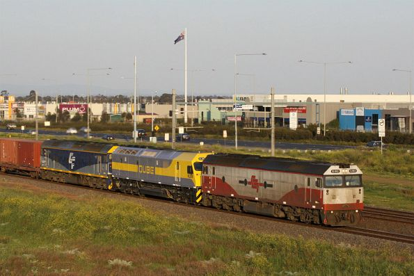 G512, a still shiny RL309 and G515 at Hoppers Crossing