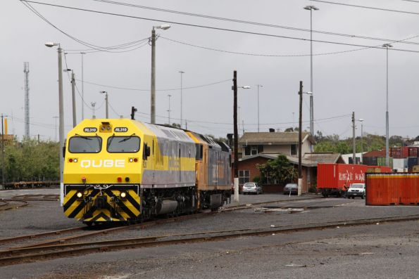 RL310 and AN8 at the eastern end of North Dynon, running around the consist