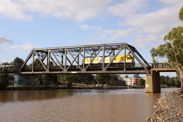 RL309 leading a rake of empty container flats over the Maribyrnong River bridge bound for North Dynon: G515 was on the other end
