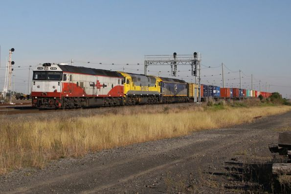 G512, 8030 and G515 lead AM2 towards Melbourne at Tottenham Loop