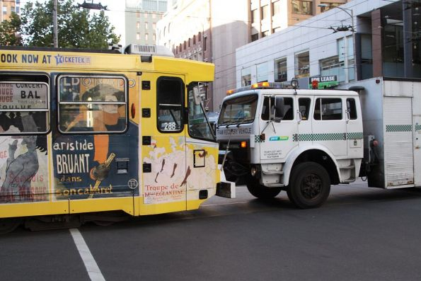 Recovery truck R10 pushes tram A2.288