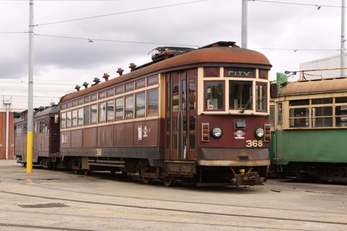 Adelaide tram H.368 in front of the original Colonial Tramcar Restaurant W2 class car