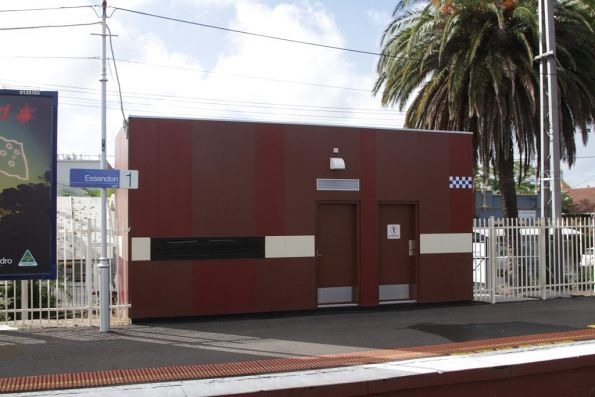 Brown painted PSO pod on platform 1 at Essendon