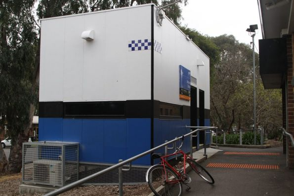 PSO pod opposite the citybound platform entrance at Macleod