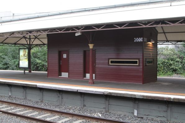 Heritage styled PSO pod on platform 2/3 at Hawthorn station