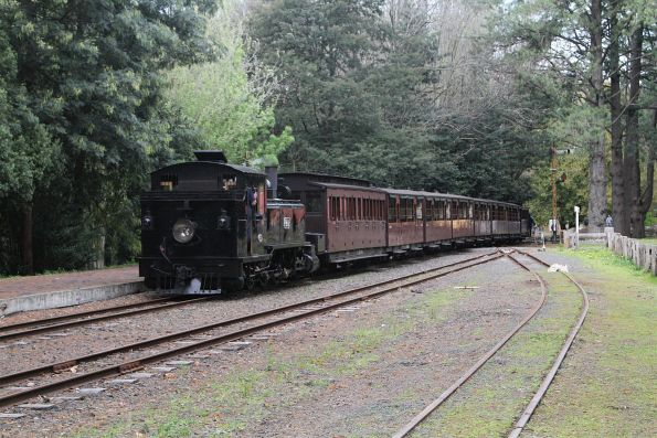 8A pushes the train back towards the 'town' station