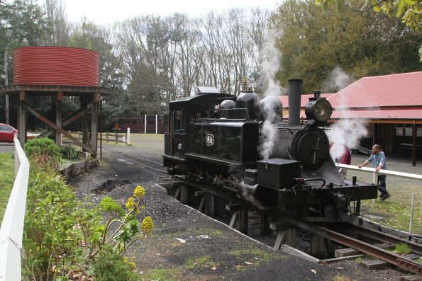 Crew service steam locomotive 8A at Gembrook station