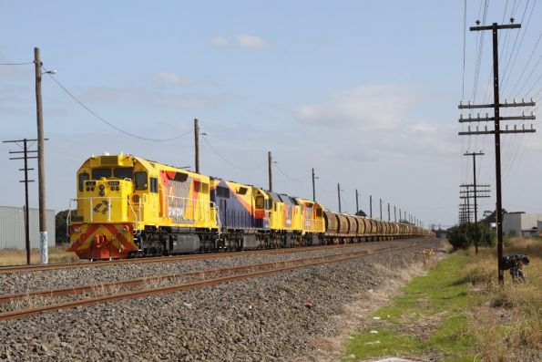 Waiting for a loco change, LZ3101, LQ3122, DC2206, and LZ3103 at McIntyre Loop