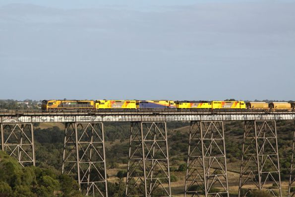 LDP006, LZ3101, LQ3122, DC2206, and LZ3103 atop the Maribyrnong River Viaduct