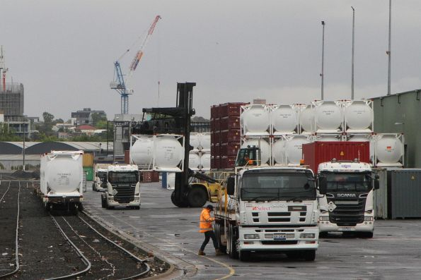 Loading a cement tanktainer onto a Qube truck at North Dynon