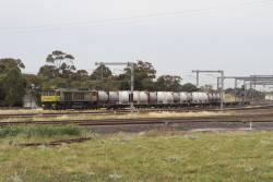 QBX006 leads MS7 Qube cement train through Sunshine on the down