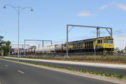 QBX005 leads a lightly loaded northbound train through Sunshine