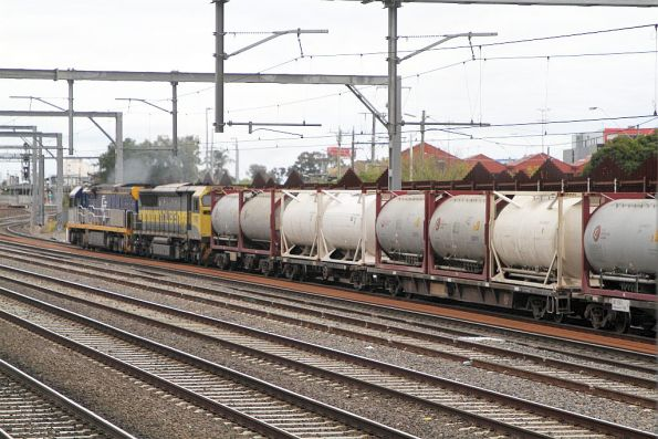 CF4404 and 1107 lead 3MS7 cement freight through Footscray