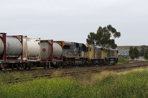 QBX003, 44202 and CM3316 lead SM7 up cement train through Albion