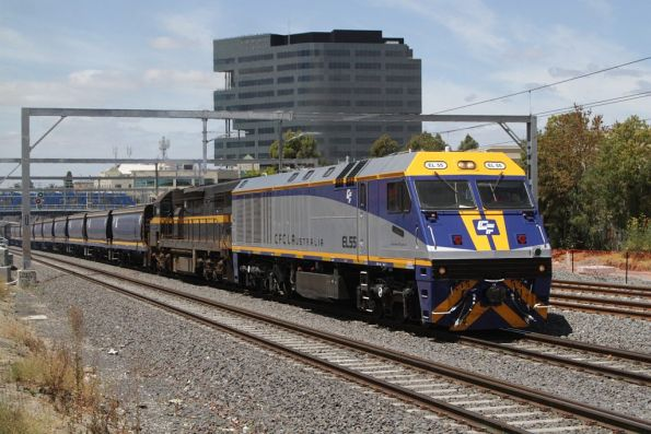EL55 leads C501 through Footscray with empty grains wagons for McIntyre Loop