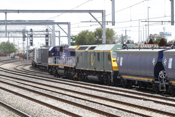 CM3302 and RL303 leads a down standard gauge grain out of Footscray