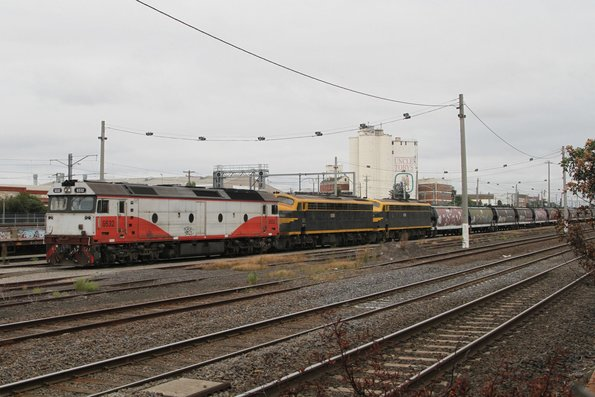 G532, S303 and S313 stabled at Tottenham Yard on a broad gauge grain train