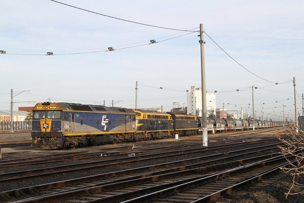 G515, B74 and S303 on a stabled Qube broad gauge grain train at Tottenham Yard