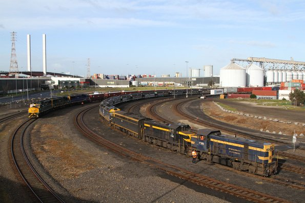 T395, T378, S313 and G515 stabled on a Qube grain at Appleton Dock