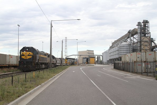 X31 and VL356 unload a broad gauge grain train at Appleton Dock