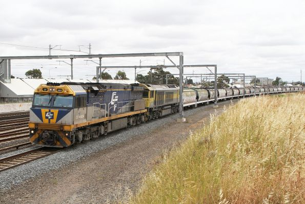 Tuesday, 24 November - CF4404 leads QBX002 on 2CM1 standard gauge grain from NSW to Appleton Dock