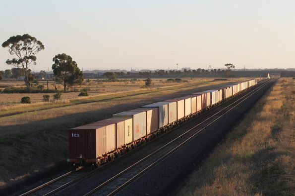 G515 leads G512 on the down Ultima freight through Truganina