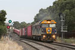G515 leads G512 on the down Ultima freight at Ardeer
