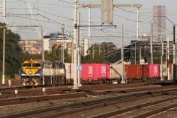 VL353 and VL356 on the down Ultima train at West Footscray