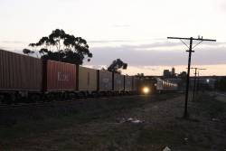 G515 waits at Albion Loop for the up Tocumwal freight to clear the single track north
