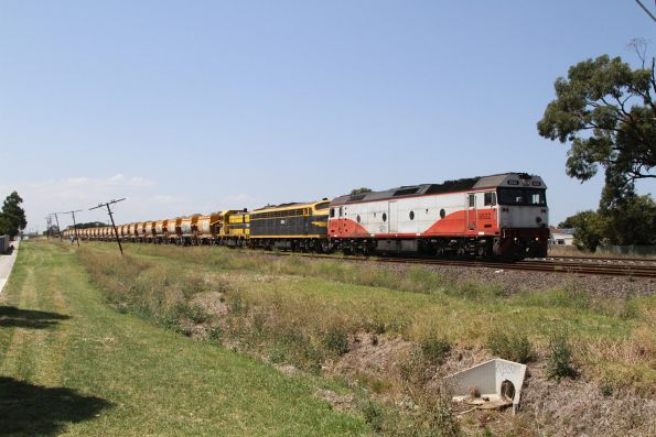 A failed G532 is assisted by S303 and T386 on the up Apex train at Albion