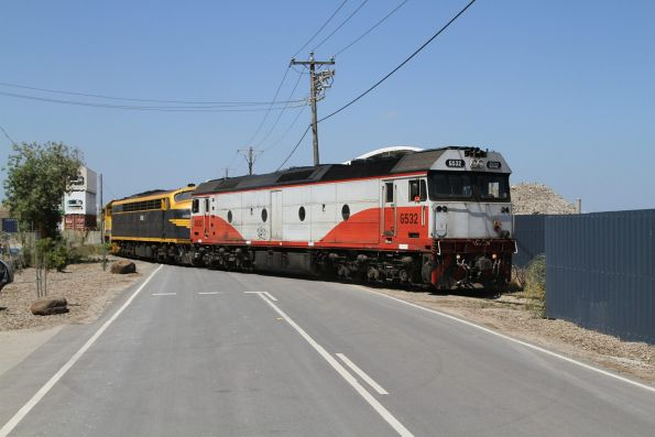 G532 leads S303 and T386 along the Hanson siding at Brooklyn