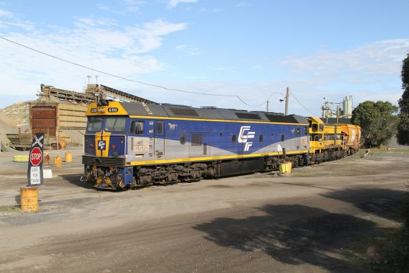 G515 and T386 stabled with empty wagons in the quarry siding at Brooklyn