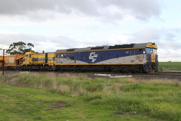 G512 and T386 lead the up loaded Apex train at Albion Loop