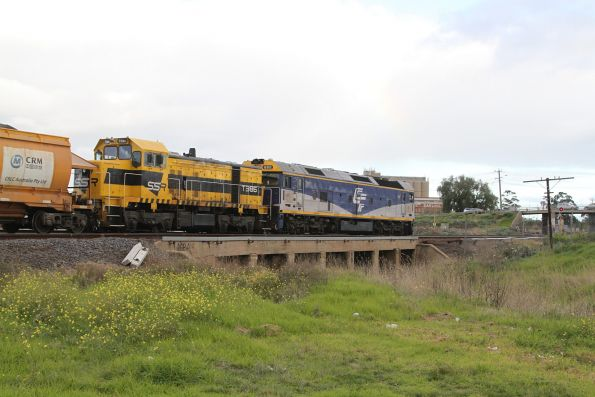 G512 and T386 on the up loaded Apex train waiting for a signal at Albion Loop