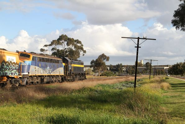X31 long end leading with B76 approaches Albion on the up, from Kilmore East bound for Brookyln