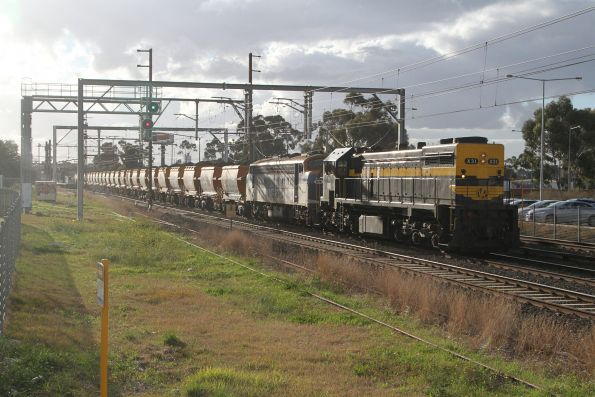 X31 long end leading with B76 departs Albion on the up, from Kilmore East bound for Brookyln