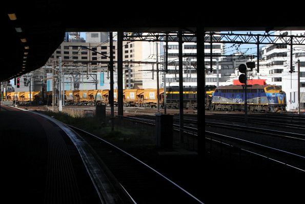 B76 leads X31 on an empty Westall to Kilmore East run at Southern Cross