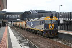 G515 leads the up loaded Apex train from Kilmore East through Sunshine bound for Brooklyn