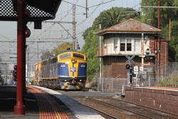 B80 leads S303 through Kensington on the down Apex train bound for Kilmore East