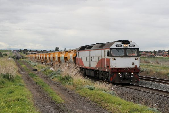 G521 leads the up Apex train through McIntyre Loop