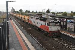 G532 leads the down empty Apex train through Sunshine bound for Kilmore East