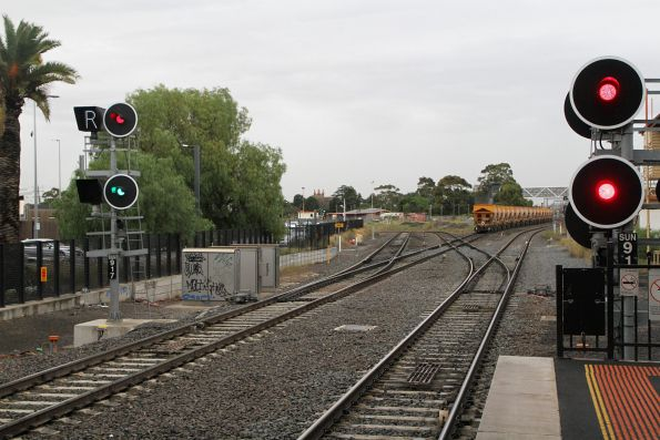 Signal cleared for a down V/Line train at Sunshine, as G532 waits for a path onto the suburban tracks