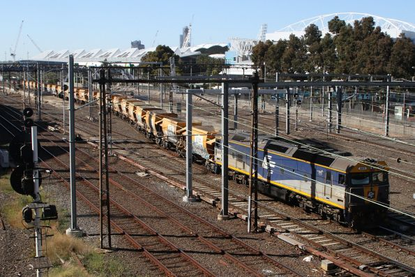 G515 leads the up empty Apex train through Richmond Junction