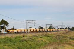 G512 leads the down Apex train off the goods lines at Sunshine bound for Kilmore East