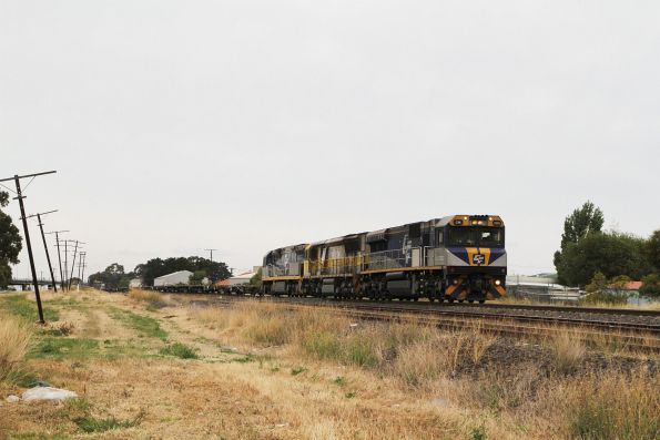 CM3303 leads 1102 and CF4404 on up empty wagon transfer 1CM7 through Albion