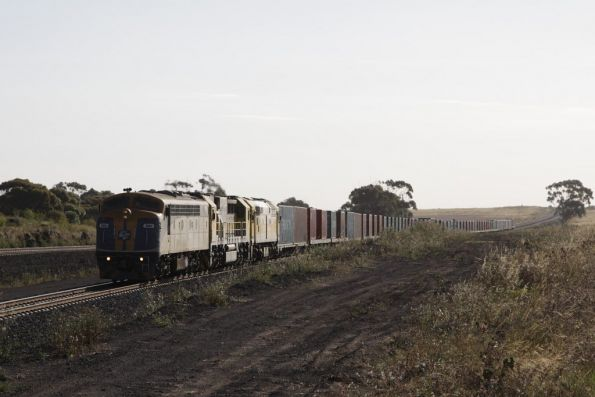 Arriving at Manor Loop for a cross; S311, GML10 and 8030 lead the up POTA Horsham freight